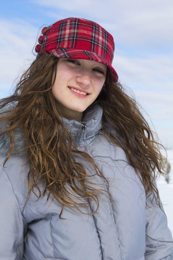Portret van een tiener in de winter stock fotografie