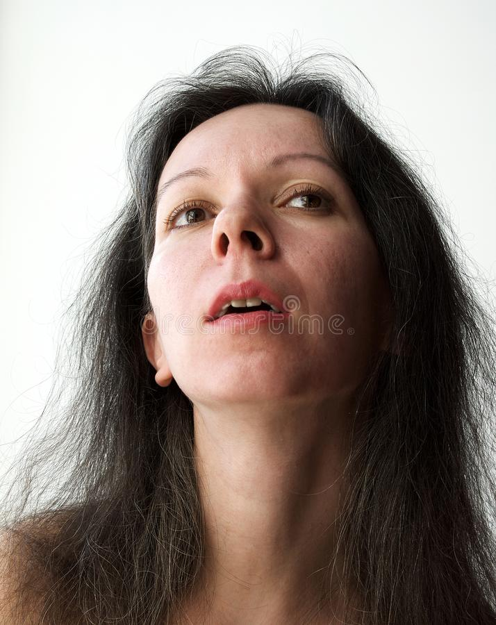 Portret van een vrij dromerige jonge vrouw stock afbeeldingen