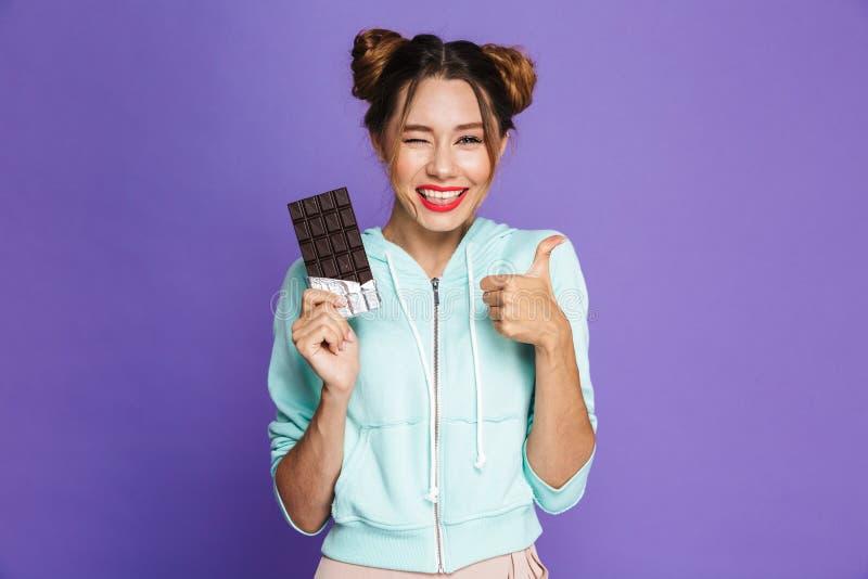Portret van een vrolijk jong meisje stock foto