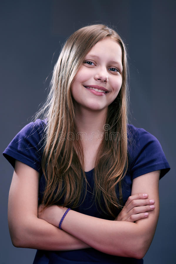 Portret van een vrolijk tienermeisje royalty-vrije stock afbeeldingen