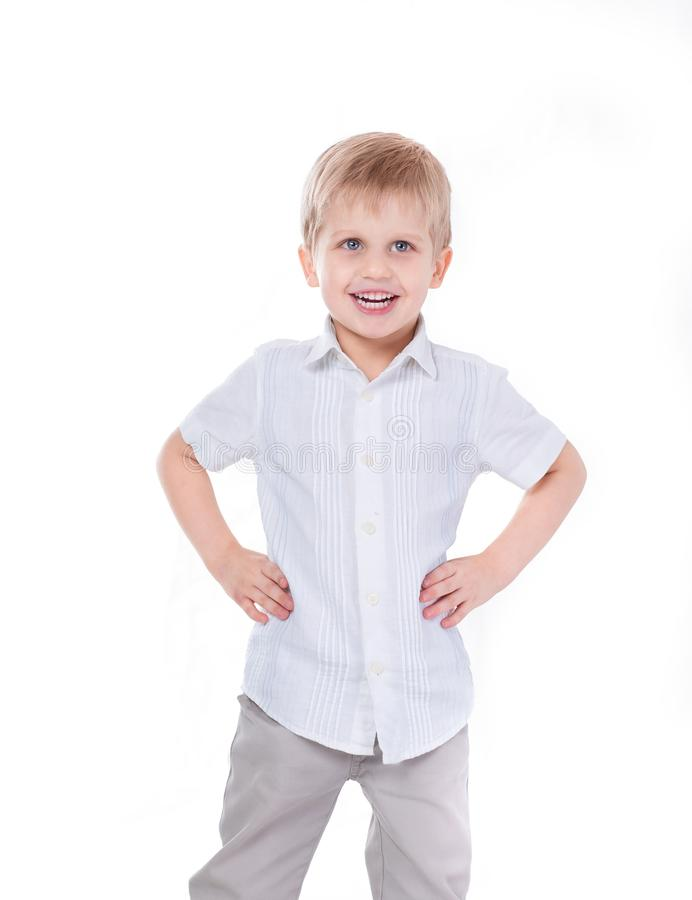 Portret van een vrolijke kleine jongen Ge?soleerd op wit royalty-vrije stock afbeelding