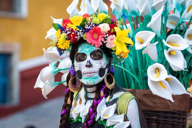 Portret van een Vrouw met Dag van de Dode Kostuums en de Schedelmake-up, Guanajuato, Mexico stock foto's