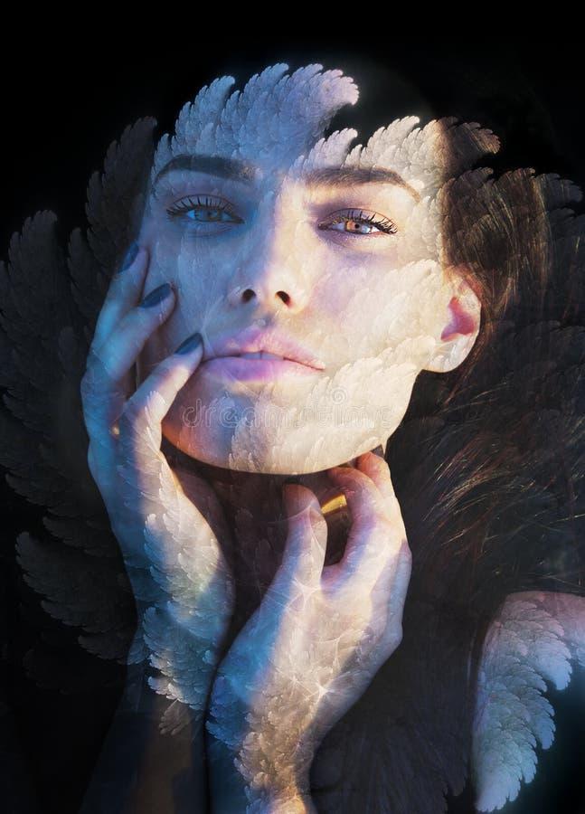 Portret van een vrouw met fractal wordt gecombineerd die stock foto's