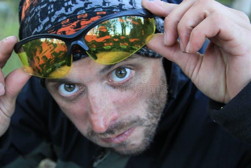 Portret van een witte Kaukasische verrast en mens die met varkenshaar uit kijken royalty-vrije stock afbeeldingen