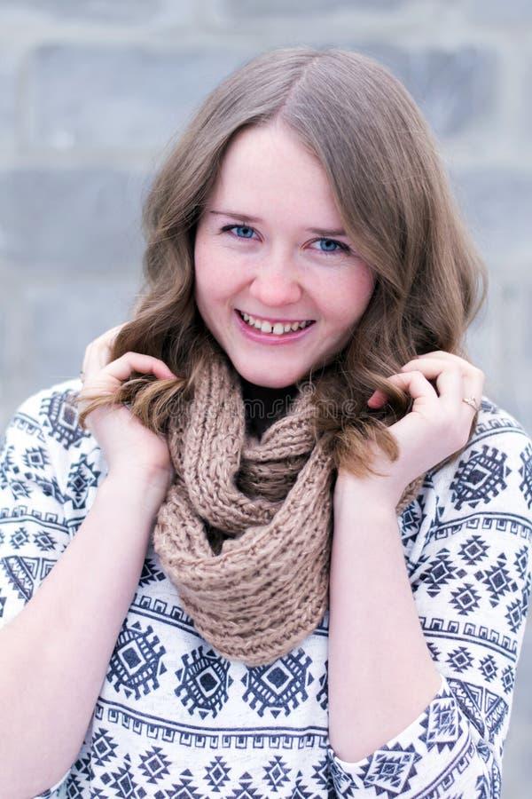 Portret van een zeer gelukkig jong meisje stock foto's