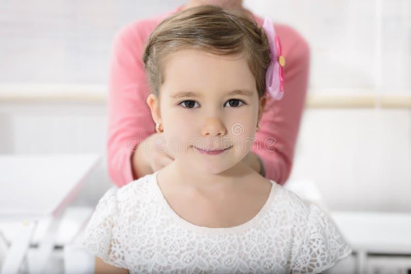 Portret van expressief mooi meisje royalty-vrije stock foto
