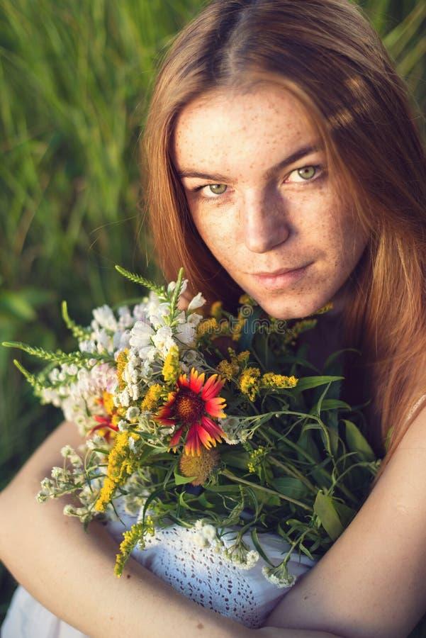 Portret van freckled vrouw royalty-vrije stock fotografie