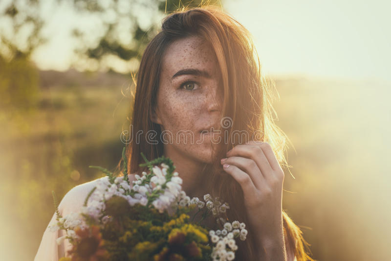 Portret van freckled vrouw royalty-vrije stock foto