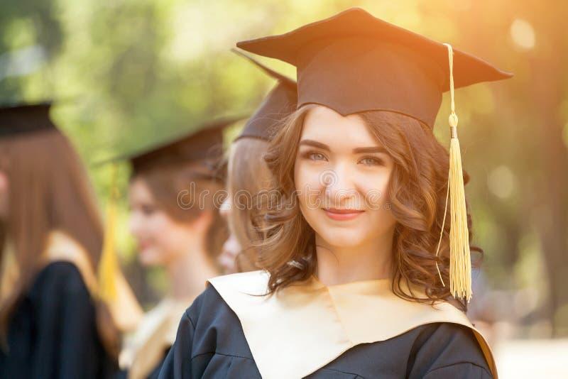 Portret van gediplomeerde student royalty-vrije stock fotografie