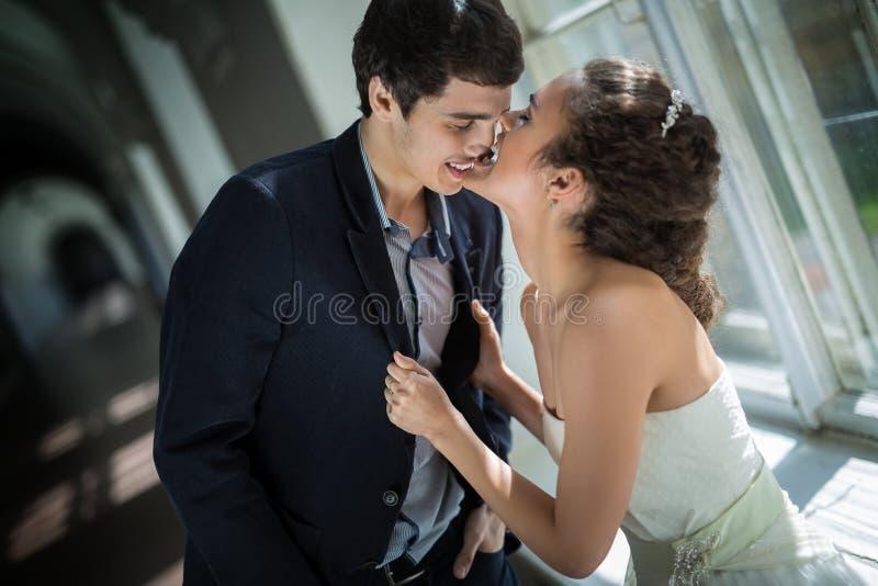 Portret van gelukkig huwelijkspaar in schrijver uit de klassieke oudheid royalty-vrije stock afbeelding