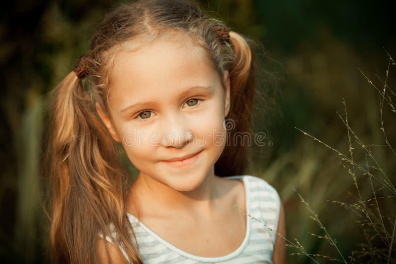 Portret van gelukkig kind stock fotografie