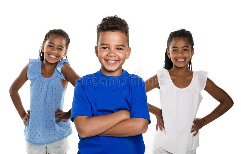 Portret van gelukkige drie zwarte kinderen, witte achtergrond royalty-vrije stock afbeelding