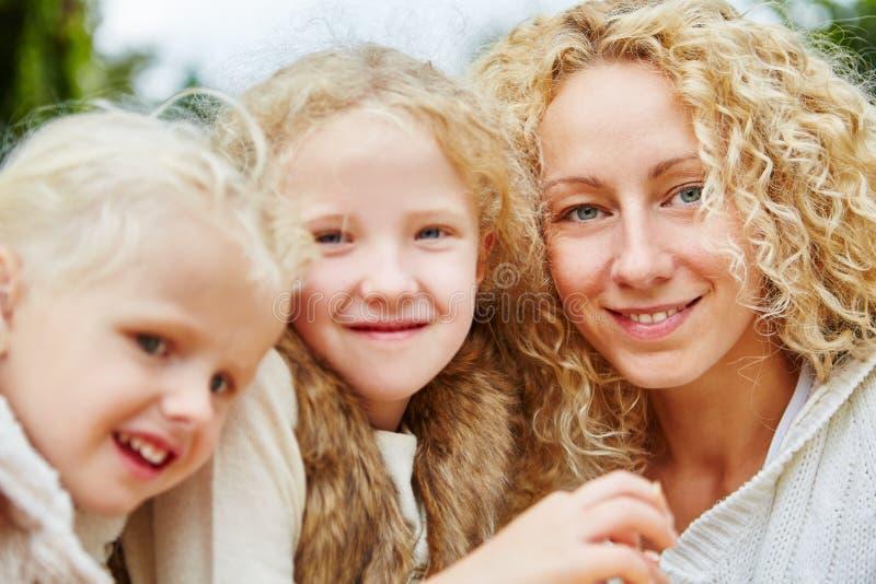 Portret van gelukkige familie royalty-vrije stock afbeeldingen