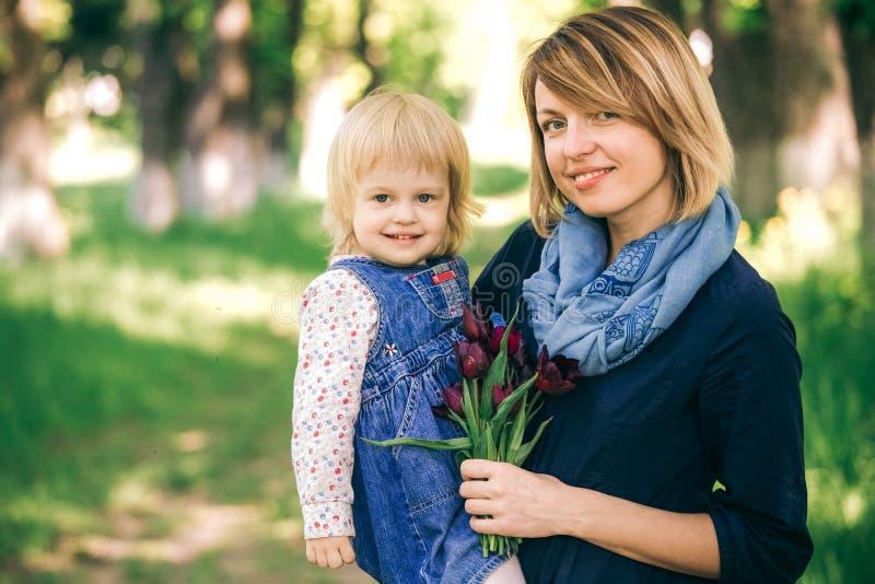 Portret van gelukkige familie stock fotografie