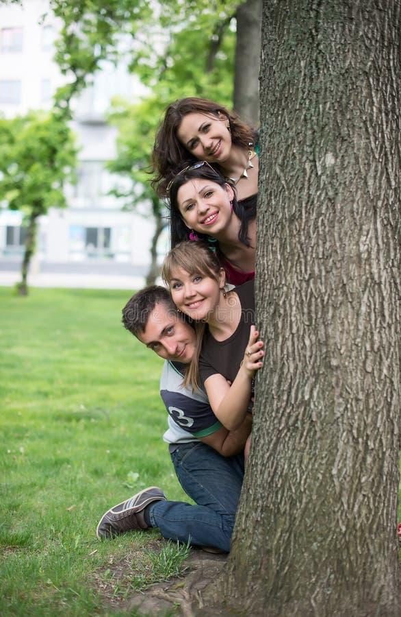 Portret van gelukkige familie status stock afbeelding