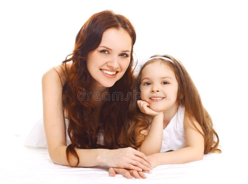 Portret van gelukkige glimlachende moeder en dochter die pret hebben stock foto