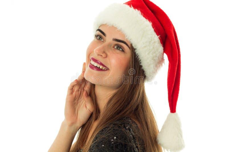 Portret van gelukkige leuke vrouw in santahoed royalty-vrije stock afbeeldingen