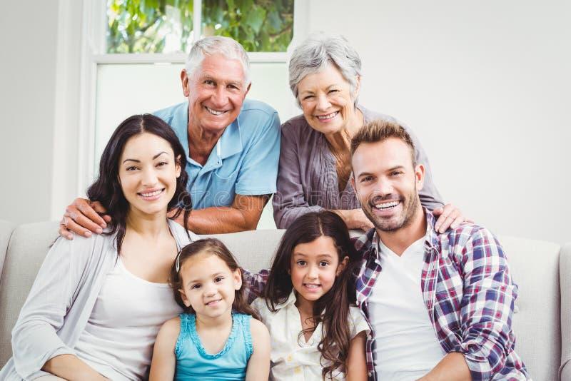 Portret van gelukkige multigeneratiefamilie royalty-vrije stock foto's