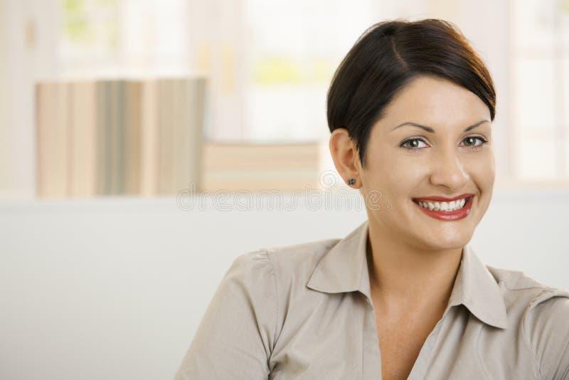 Portret van gelukkige vrouw royalty-vrije stock fotografie
