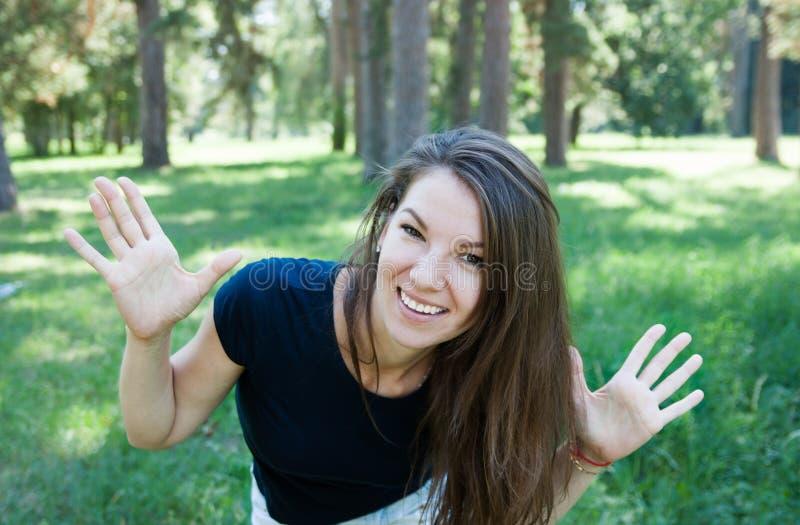 Portret van gelukkige vrouw stock afbeeldingen