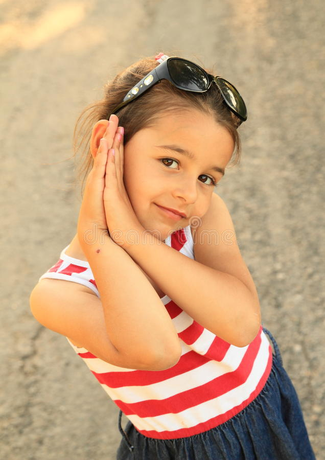 Portret van glimlachend meisje stock foto's