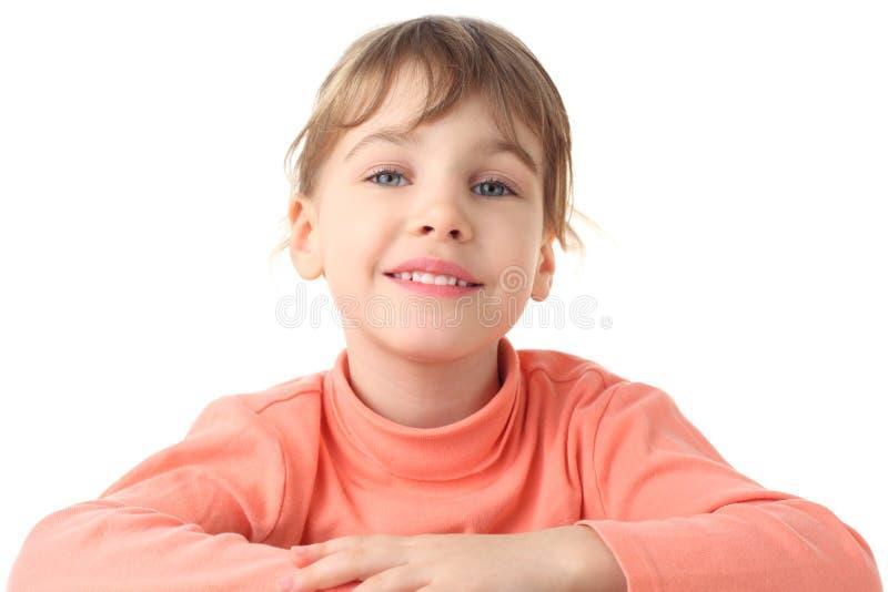 Portret van glimlachend meisje in dunne sweater stock foto