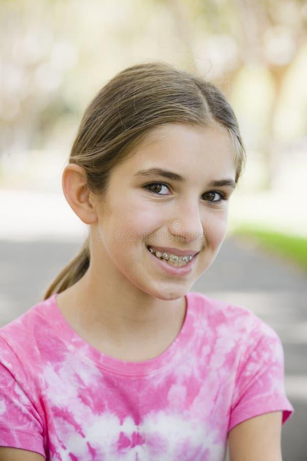 Portret van Glimlachend Tween Meisje royalty-vrije stock afbeeldingen