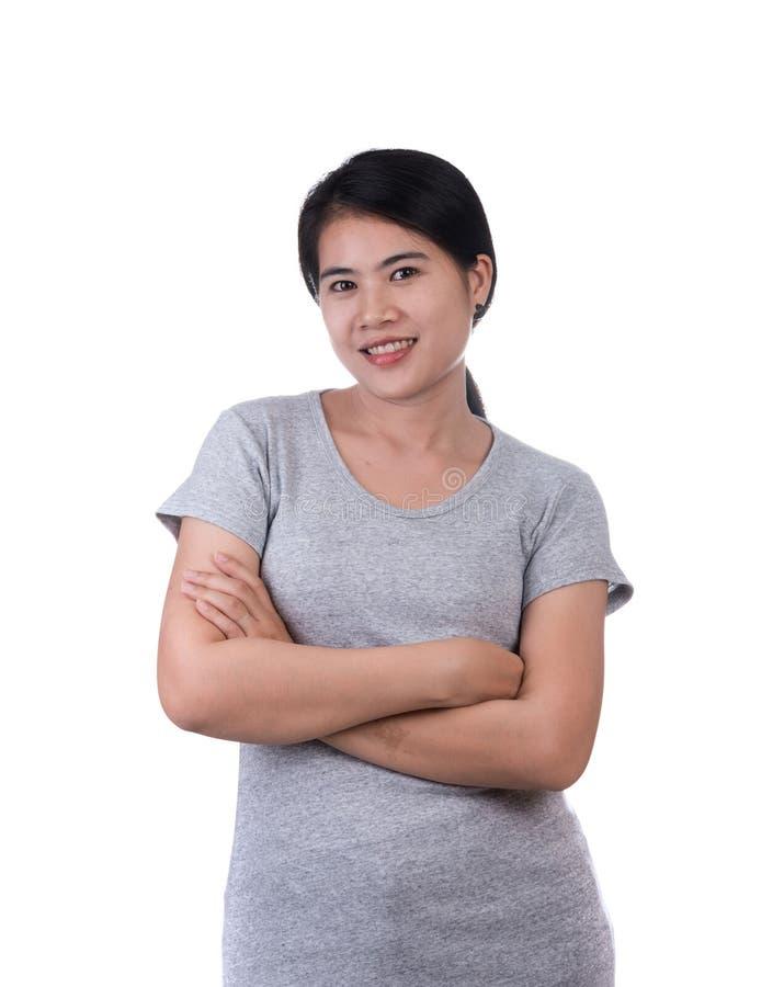 Portret van glimlachende bedrijfsdievrouw op witte achtergrond wordt ge?soleerd royalty-vrije stock afbeelding