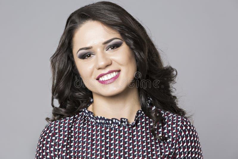 Portret van glimlachende bedrijfsvrouw royalty-vrije stock afbeeldingen