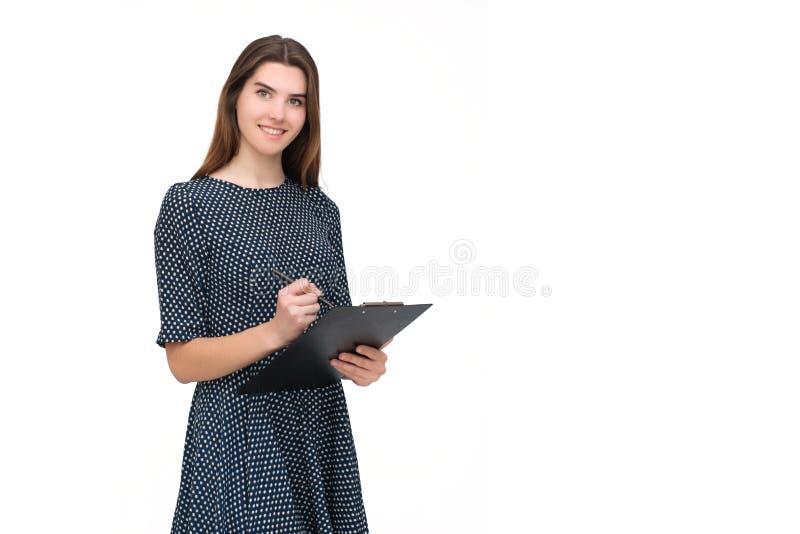 Portret van glimlachende bedrijfsvrouw met pen en document omslag royalty-vrije stock foto's