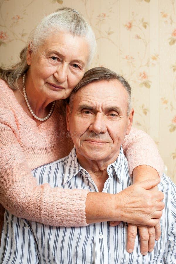 Portret van glimlachende bejaarde paar Oude mensen stock foto