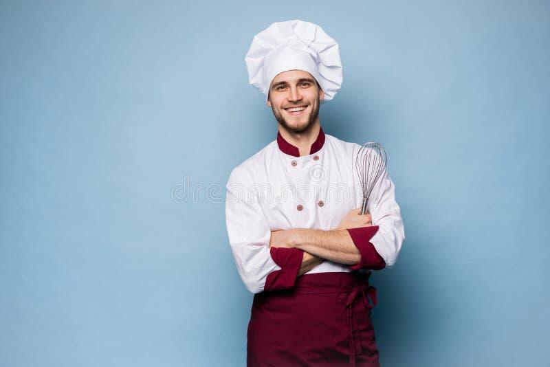 Portret van glimlachende chef-kok op lichtblauwe achtergrond royalty-vrije stock afbeeldingen