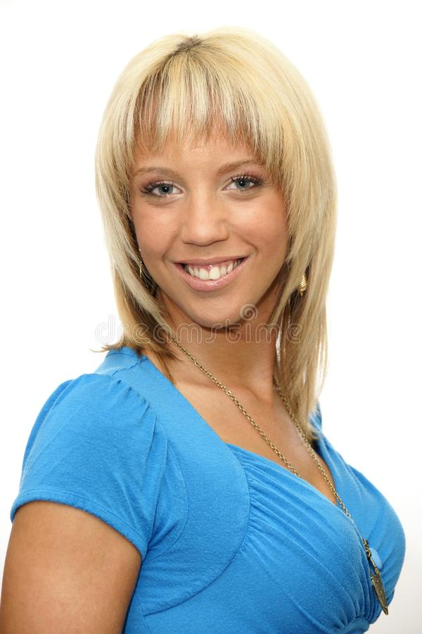 Portret van glimlachende jonge vrouw - studioschot stock foto