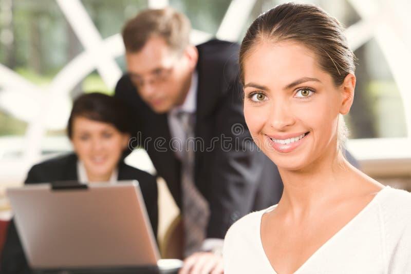 Portret van glimlachende stagiair royalty-vrije stock foto