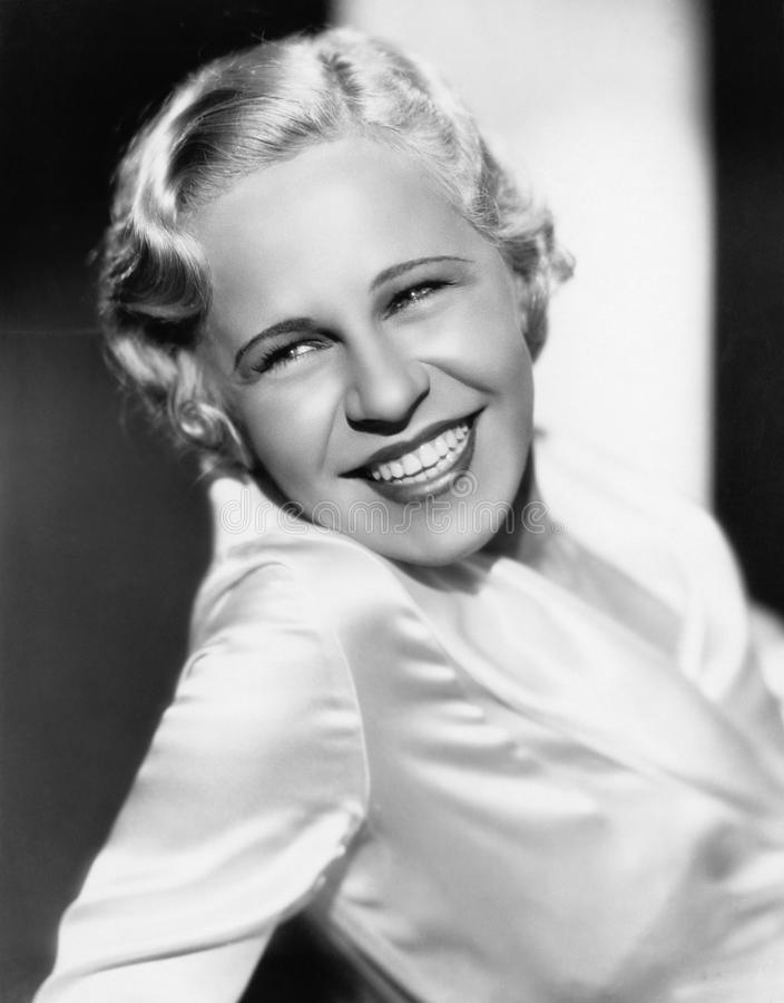 Portret van glimlachende vrouw (Alle afgeschilderde personen leven niet langer en geen landgoed bestaat Leveranciersgaranties die stock fotografie