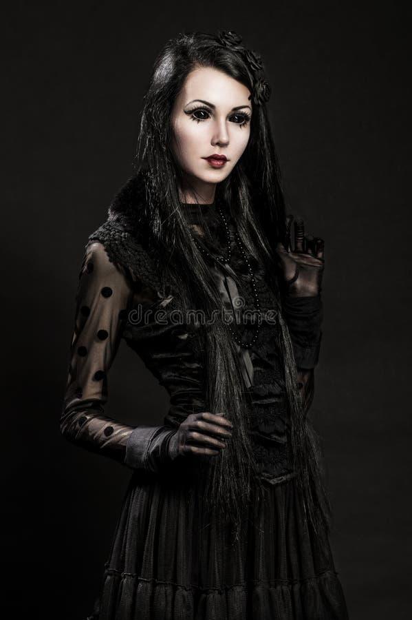 Download Portret Van Gotic Meisje Met Zwarte Ogen Stock Afbeelding - Afbeelding bestaande uit mooi, woede: 54080679
