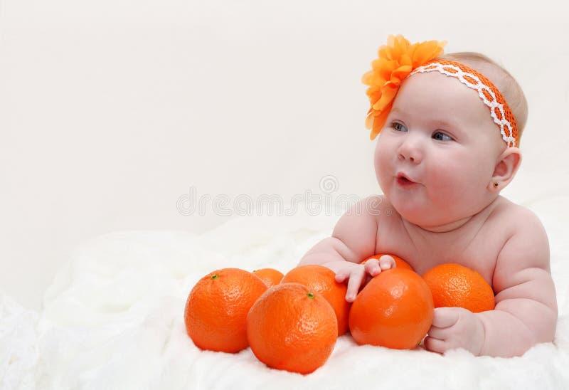 Portret van grappig weinig verrast babymeisje l royalty-vrije stock foto
