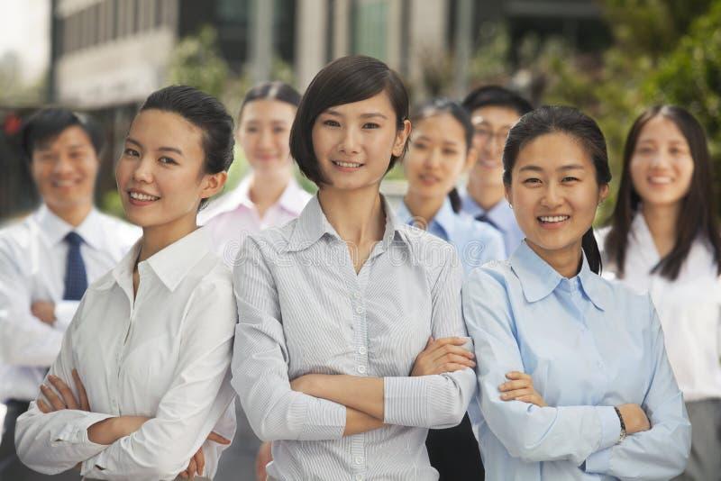 Portret van groep bedrijfsmensen in openlucht, Peking royalty-vrije stock foto's