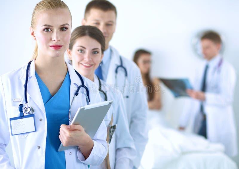 Portret van groep glimlachende het ziekenhuiscollega's stock foto's