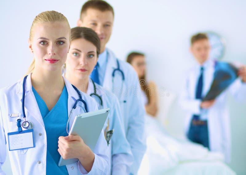 Portret van groep glimlachende het ziekenhuiscollega's stock foto