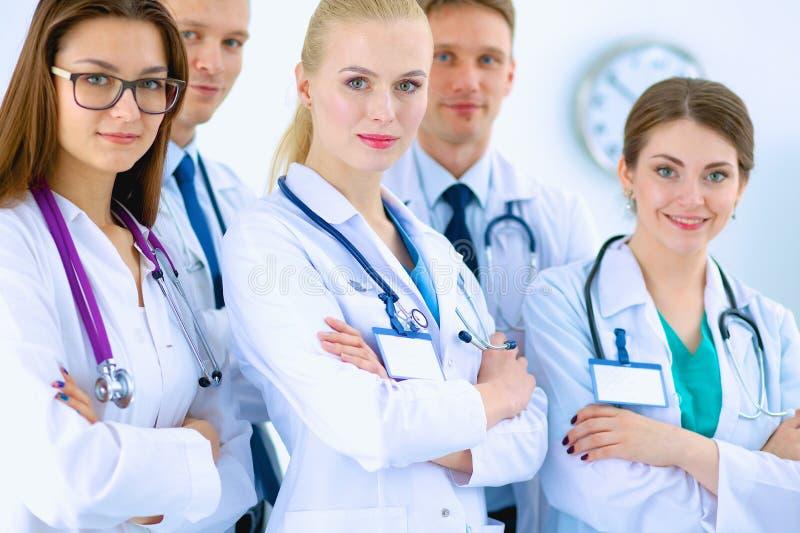 Portret van groep glimlachende het ziekenhuiscollega's royalty-vrije stock foto's