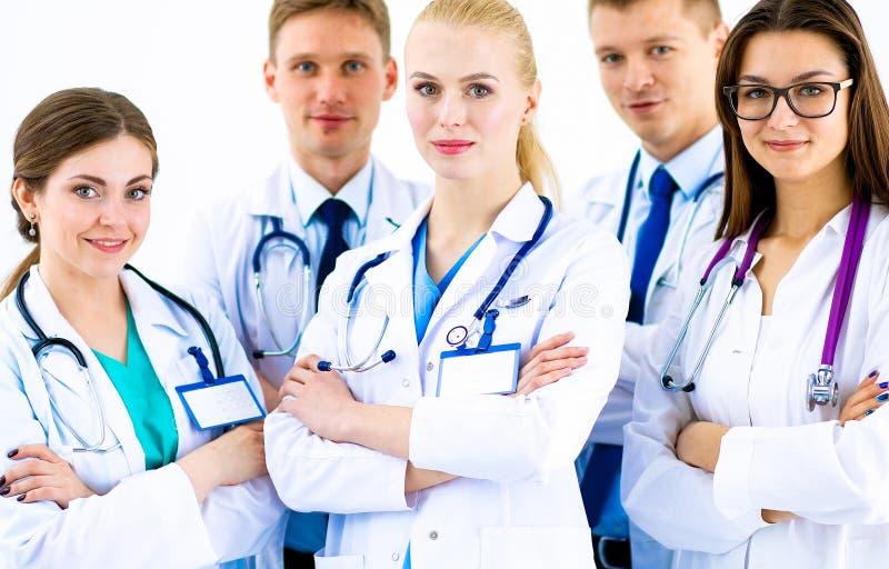 Portret van groep glimlachende het ziekenhuiscollega's die zich verenigen royalty-vrije stock afbeeldingen
