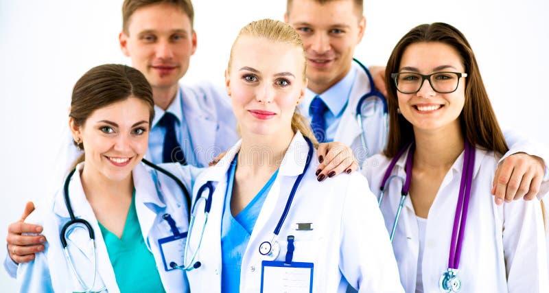 Portret van groep glimlachende het ziekenhuiscollega's die zich verenigen royalty-vrije stock fotografie
