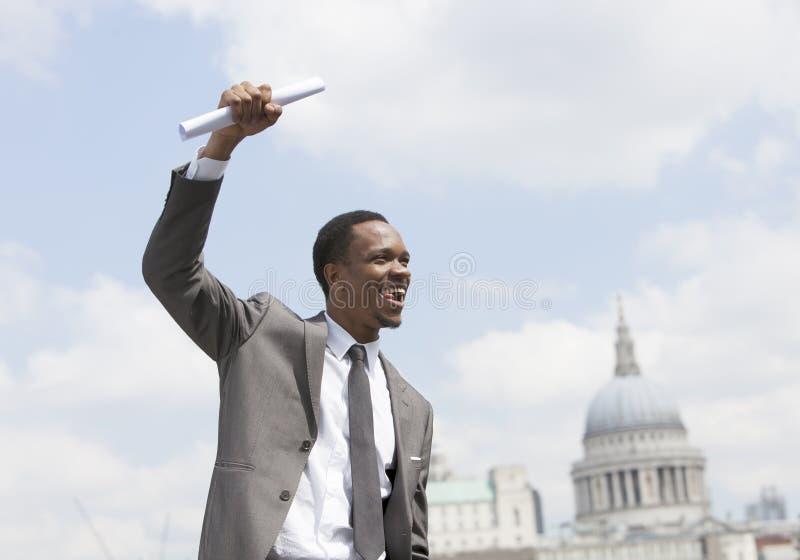 Portret van het Amerikaanse de zakenman van Afircan vieren royalty-vrije stock afbeelding