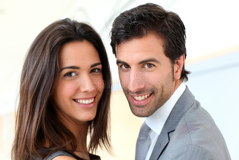 Portret van het bedrijfspaar glimlachen stock afbeeldingen