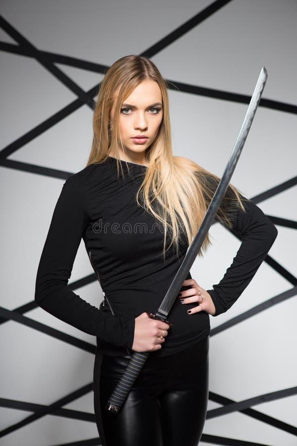 Portret van het charmeren van blonde vrouw royalty-vrije stock fotografie