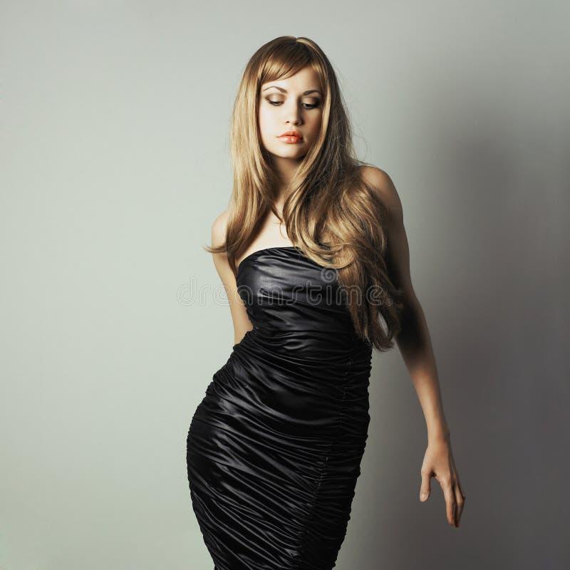 Portret van het charmeren van dansend meisje royalty-vrije stock foto
