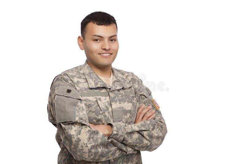 Gelukkige militair met gekruiste wapens stock afbeelding