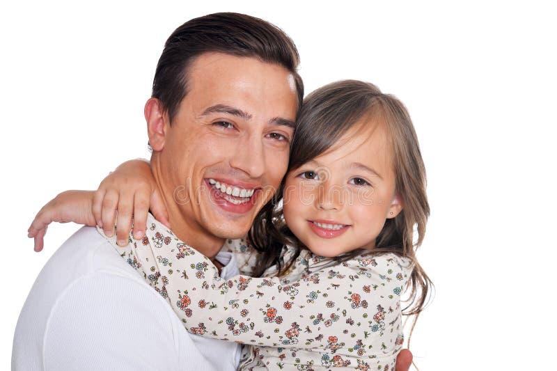 Portret van het gelukkige vader en dochter geïsoleerd koesteren royalty-vrije stock fotografie