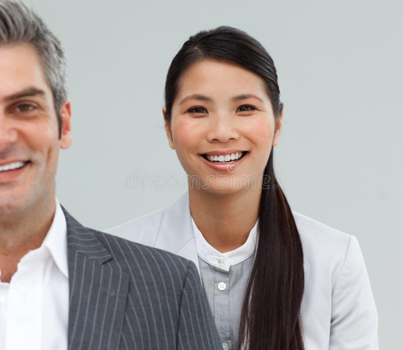 Portret van het heldere Aziatische onderneemster glimlachen royalty-vrije stock foto's